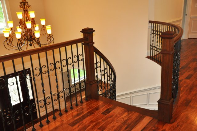 phoca_thumb_l_chandler_staircase_and_landing